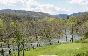 Hole-14_-A-Par-3-with-dramatic-elevation-change-from-the-Cliffs-to-the-Jackson-River